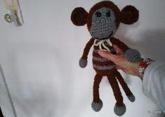 Barna-szürke majom 39 cm –es, 162 gr –os, szivaccsal van töltve. Ára: 3 000 ft + postaköltség Van, Vans