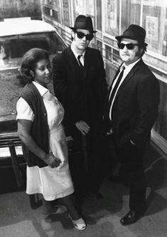 '''.Aretha Franklin & Dan Aykroyd Elwood Blues & John Belushi Jake Blues...''' https://i.pinimg.com/736x/fd/b4/0e/fdb40e9cfc49dac4e4de8bc78b53d55d--the-blues-brothers-brothers-movie.jpg