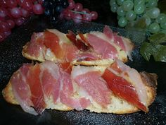 La cualidad de este pan es que apenas tiene miga pero que está buenísimo.  El aspecto de la miga está lleno de agujeros, que se producen dur... Thermomix Pan, Pan Dulce, Pan Bread, Empanadas, Fish, Meat, Baking, Recipes, Connect