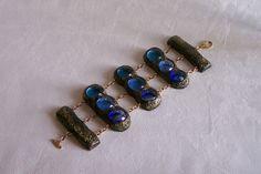 Bracelet manchette articulée 3 tons de bleus et finition or avec fermoir ouvragé. Modèle unique création originale de la boutique OthersJewels sur Etsy