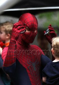 Andrew Garfield entertains his nephew as a thunderstorm halts production on set of THE AMAZING SPIDER-MAN 2
