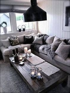 Modern rustic family room ideas beautiful black and silver living room ideas to inspire home decor . Chic Living Room, Cozy Living Rooms, Living Room Grey, Living Room Furniture, Living Room Decor, Apartment Living, Coastal Living, Black And Silver Living Room, Silver Room
