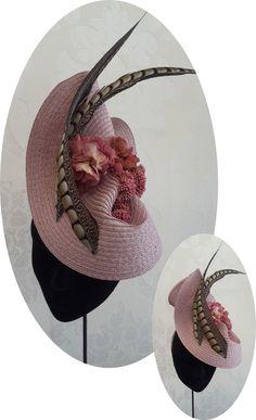 Descubre en esta página la colección Wedding Guests de vasS Tocados by sitachic, colección de tocados basada en  las ultimas tendencias en Tocados y Sombrereria Millinery Hats, Fascinator Hats, Fascinators, Race Day Fashion, Races Fashion, Flat Hats, Cocktail Hat, Fancy Hats, Headpiece Wedding