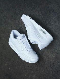 52b23a2b1cbb1 women street White Shoes Outfit Sneakers