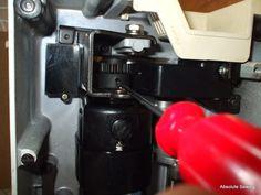 λαδωμα ραπτομηχανης, συντηρηση ραπτομηχανης Espresso Machine, Can Opener, Coffee Maker, Kitchen Appliances, Canning, Home, Dressmaking, Espresso Coffee Machine, Coffee Maker Machine