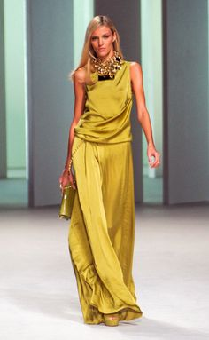 Photos of the runway show or presentation for Elie Saab Spring 2011 RTW Shows in Paris. Cute Fashion, Look Fashion, Runway Fashion, High Fashion, Fashion Design, Fashion Trends, Fashion Vestidos, Fashion Dresses, Elegante Jumpsuits