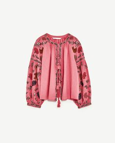 Make sure this season's trending peasant tops are on your summer shopping list ladies. Tumblr Outfits, Boho Outfits, Zara Tops, Zara Embroidered Top, Blouses Roses, She Is Clothed, Shirt Embroidery, Bohemian Mode, Bohemian Clothing