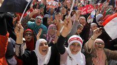Donne egiziane in piazza protestano in piazza contro il presidente Morsi (Ap)
