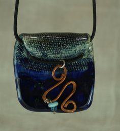 Dije en cerámica esmaltada azul cobalto,aplicaciones de plata sterling,vidrio y cobre,cordel de piel de vitrumkaleidos en Etsy
