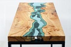 Lindas mesas de madeira com rios de vidro embutidos - limaonagua