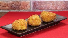 Ricetta Crocchette di pollo e prosciutto: Le crocchette di pollo e prosciutto sono delle vere chicche, una tira l'altra. Buonissime e facilissime, proponetele ai vostri bimbi, sarà una sorpresa.