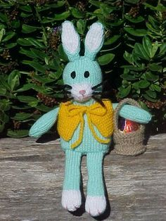 Easter Bunny and Basket - Free Knitting Pattern here: http://home.alphalink.com.au/~woodsy/freebunnypattern.htm