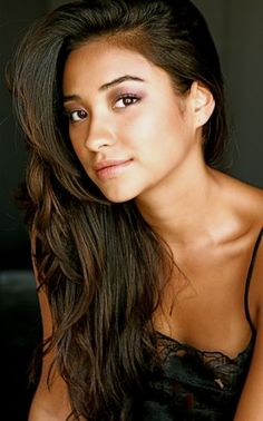 Shay Mitchell-wish I was as pretty as her!! >.
