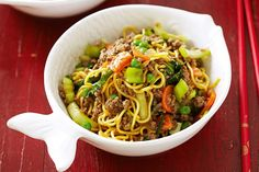 "Beef chow mein ""Minced meat: product knowledge and tips Minced meat can be… Minced Beef Recipes, Mince Recipes, Spicy Recipes, Asian Recipes, Cooking Recipes, Chinese Recipes, Chinese Food, Chow Mein Mince, Beef Chow Mein"