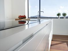 Model LISE white Gloss Of great visual impact, its perfect white envelops the . Aesthetic Solutions, Kitchen Decor, Kitchen Design, Kitchen Cabinet Manufacturers, Spanish Kitchen, Quality Cabinets, Other Rooms, Interiores Design, New Homes