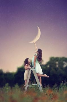 See 13 Absolutely Breathtaking Images Of Kids As Fairy Tale Characters - MTV Fairy Photography, Little Girl Photography, Cute Kids Photography, Sibling Photography, Creative Photography, Outdoor Photography, Photography Business, Fairy Photoshoot, Photoshoot Ideas