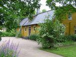 Lääninkivalteri Aschanin talo valmistui 1780-luvulla poliisimestari Lars Adolf Aschanin perheen kodiksi. Museona se avattiin 1989. Aschan House was built in 1780's for the family of chief constable Lars Adolf Aschan. The museum was opened in 1989. Heinola, Finland.