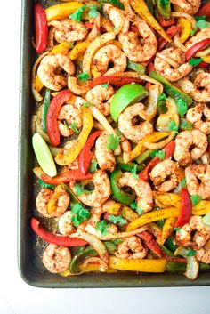 Easy Sheet Pan Shrimp Fajitas (Paleo - a delicious and easy dinner ready in under 15 minutes. Tasty, healthy, and family-friendly! Whole30 Dinner Recipes, Paleo Recipes, Skinny Recipes, Ketogenic Recipes, Keto Dinner, Delicious Recipes, Shrimp Fajitas, Clean Eating, Healthy Eating