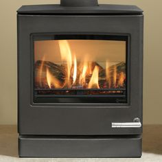 The has a highly realistic log effect fuel bed and superb flame picture to create the same inviting warmth as a wood burning stove, but with all the convenient features of gas. Gas Log Burner, Gas Logs, Gas Fire Stove, Contemporary Gas Fires, Natural Gas Stove, Boiler Stoves, Flame Picture, Solid Fuel Stove