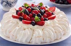 Pavlova for Christmas dinner in Australia. Fairy Bread, Dessert Simple, Holiday Desserts, Easy Desserts, Dessert Recipes, Australian Desserts, Australian Food, French Tart, Easy Vegetable Recipes