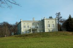 Elbląg - Bażantarnia. Dawny pałac Augusta Abbega - obecnie siedziba Nadleśnictwa Elbląg - stan na marzec 2014 rok.