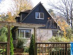 Edna Walling Cottage accommodation