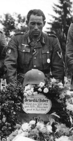 Comrade of Benrdikt Huber, Mountain Division, attends to his grave. Killed on US Independence Day, 1944
