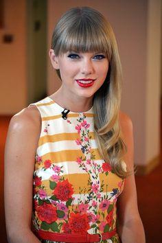 Taylor Swift looks stunningly beautiful.