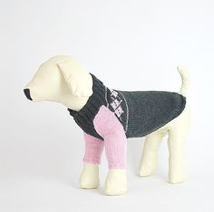 Der Hundepulli für die kühle Jahreszeit. Chic und bequem für den bodennahen Hund. Für alle die Pink lieben. #OTELLOONLINE Dog Fashion, Dog Sweaters, Dinosaur Stuffed Animal, Dogs, Pink, Animals, Seasons, Animales, Animaux