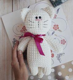 crochet toys patterns Crochet toy kitty amigurumi pattern by Iuliia Koroleva. - Crochet toy kitty amigurumi pattern by Iuliia Koroleva. Chat Crochet, Crochet Mignon, Crochet Cat Toys, Crochet Motifs, Crochet Bunny, Crochet Dolls, Free Crochet, Crochet Giraffe Pattern, Crochet Patterns Amigurumi