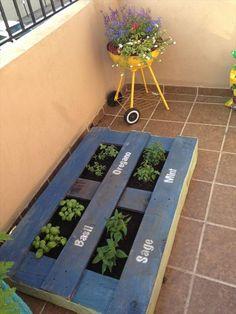 5 DIY Pallet Garden Projects | Wooden Pallet Furniture