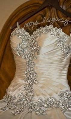 Pnina Tornai 4019 10: buy this dress for a fraction of the salon price on PreOwnedWeddingDresses.com