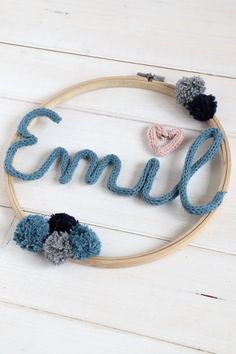 DIY Strickliesel - ideas for children's room decoration: embroidery hoop ideas can be implemented in a variety of ways. The Strickliesel font is an individual nursery wall decoration. Diy Jewelry Rings, Diy Jewelry Unique, Diy Jewelry To Sell, Diy Jewelry Holder, Diy Jewelry Making, Jewelry Crafts, Lavender Nursery Decor, Lavender Room, Baby Room Boy
