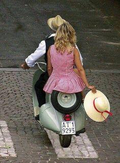 Honeymoon trip. Einen Retro-Roller für die Hochzeit. Visit: www.minimoto.me #wedding #bridal #shooting #Hochzeitsfotografie