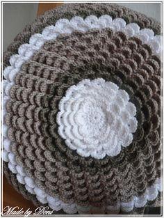 Made by Deni: Návody Crochet Round, Crochet Home, Love Crochet, Crochet Crafts, Crochet Yarn, Crochet Projects, Crochet Flower Patterns, Crochet Designs, Crochet Flowers