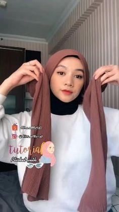 Stylish Hijab, Casual Hijab Outfit, Hijab Chic, Simple Hijab Tutorial, Hijab Style Tutorial, Pashmina Hijab Tutorial, Mode Turban, Celebrity Casual Outfits, Fancy Dress Design