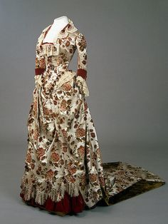 Gown belonging to the Empress Marie Feodorovna (26th November 1847 – 13th October 1928).