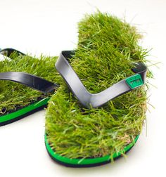 Remember the grass flip flops that Krispy Kreme made back in 2008? I tried to find out more about what happened to them but with no success. Anyway, a new company called KUSA has decided to make grass flip flops available to the public. What do you think? Would you wear these?