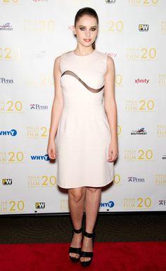 Pin for Later: Felicity Jones hat ein ganz einfaches Erfolgrezept Beim Filmfest in Philadelphia im Oktober 2011 In Marios Schwab.