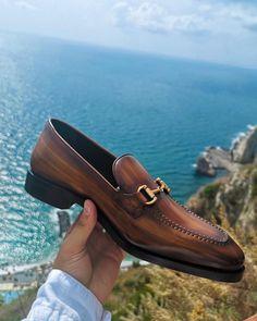 Ferragamo Shoes Mens, Fashion For Men Over 50, Gents Shoes, Bright Shoes, Gentleman Shoes, Kicks Shoes, Suede Leather Shoes, Hot Shoes, Formal Shoes