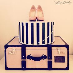 ♡♥♡ Love the suitcase!