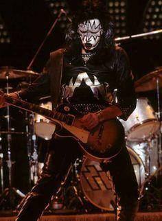 Kiss Members, Vinnie Vincent, Eric Carr, Kiss Photo, Best Guitarist, Love Gun, Kiss Band, Metal Albums, Ace Frehley