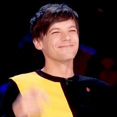 this man right here owns my entire heart One Direction Louis, Louis Y Harry, Louis Tomlinsom, Rebecca Ferguson, Liam Payne, Nicole Scherzinger, Niall Horam, Fanfiction, X Factor