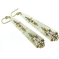 Robin Katz Vintage Jewels antique mother-of-pearl earrings with gold... ❤ liked on Polyvore featuring jewelry, earrings, vintage jewellery, antique jewelry, leaf earrings, vintage mother of pearl jewelry and antique vintage jewellery