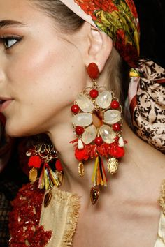 Dolce & Gabbana S/S 2013 big earrings are so dramatic Dolce & Gabbana, Jewelry Accessories, Fashion Accessories, Fashion Jewelry, A Todo Confetti, Ethno Style, Gypsy Style, Boho Gypsy, Bohemian