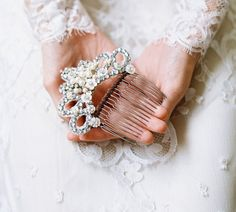 Bridal mantilla back hair comb  Style por EricaElizabethDesign, $315.00