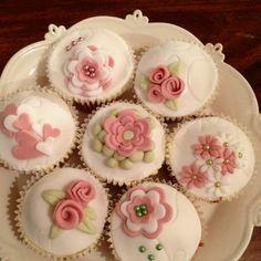 Vintage cupcakes - so pretty