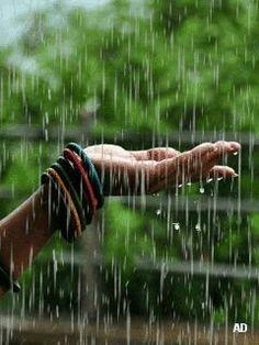 Trendy Dancing In The Rain Pictures Night Ideas Walking In The Rain, Singing In The Rain, Rain Pictures, Film Pictures, Rain Wallpapers, Phone Wallpapers, Smell Of Rain, I Love Rain, Rain Photography