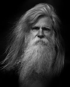 Jan Piet Joris en Corneel - Beard Tips Old Man Portrait, Side Portrait, Portrait Art, Portrait Photography Men, People Photography, Black And White Portraits, Black And White Photography, Hyper Realistic Paintings, Grey Beards