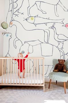 We thought we'd go wild this week with some Safari-themed kids room deco inspirations we found over at Pinterest... Whether you choose to just focus on one specific animal or keep it varied with an overall wildlife theme, adding some animal-themed accessories in your kids room will do just the thing to create a playful atmosphere. You can go bohemian style, jungle themed or create a little barn with your child's favorite farm animals... just let your imagination run wild!